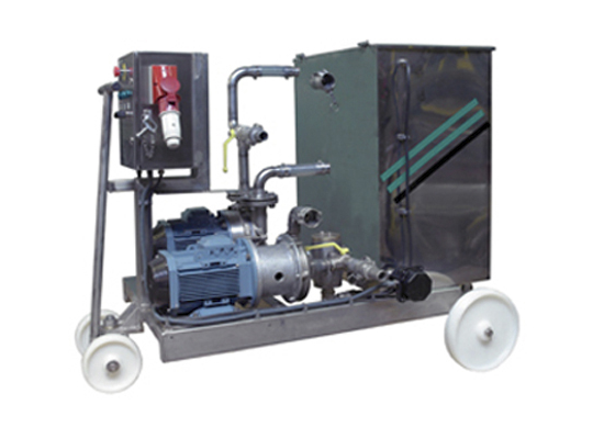 Mobile cleaning equipment for underground fermenters