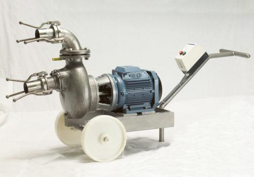Pompe à auto-amorçage pour le retour et la recirculation de la saumure